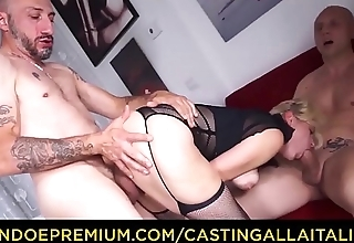 CASTING ALLA ITALIANA - Hot clumsy blonde Vittoria Dolce butt fucked in trio