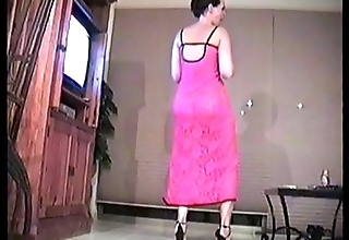 Kelly dances in a motor hotel locality