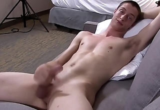 Unaccompanied army stud jerks his bigcock on the couch