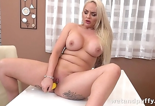 Gorgeous diva stuffs cunny with corn-like sex toy
