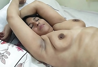 #NaziaPathan Bubblebutt Indian housewife masturbating like a porn star - Part 2/2
