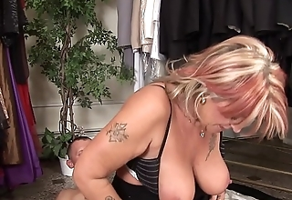 Dirty mature Joanna Depp loves to give groupie and get fucked to get jizz on her face
